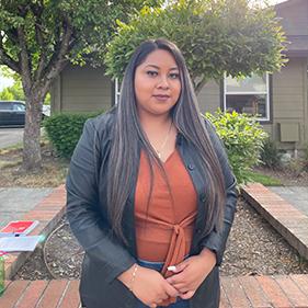 Yanelle Estrada | Assistant Community Manager